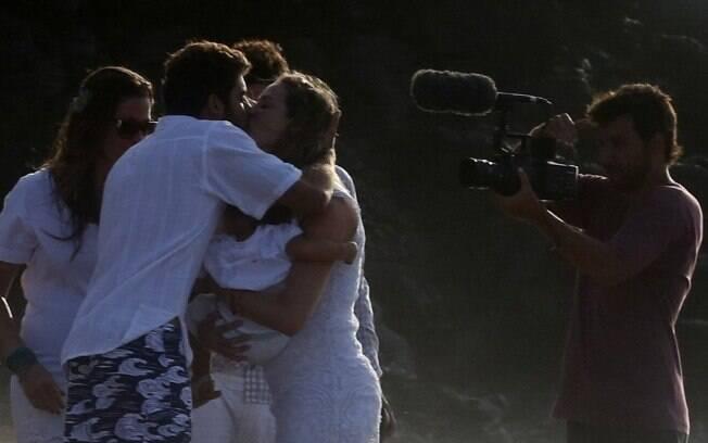 O casal se beija
