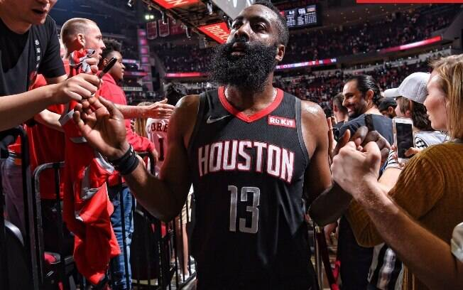 Astro da franquia de Houston anotou incríveis 61 pontos nesta sexta e foi o grande destaque da rodada da NBA
