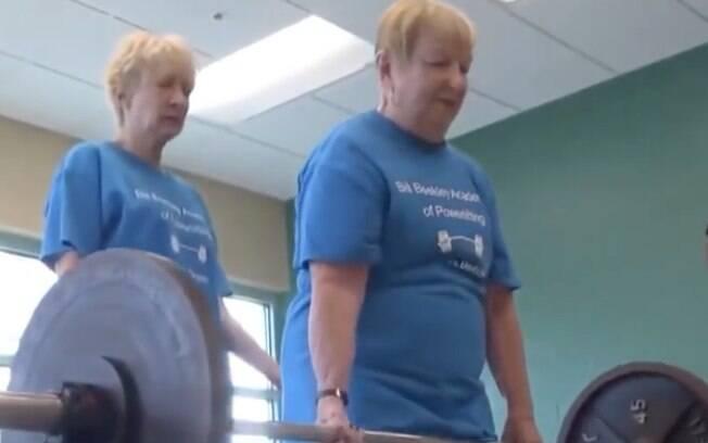 Fisiculturista ganhou uma competição de levantamento de peso em sua homenagem e atraiu jovens para o esporte