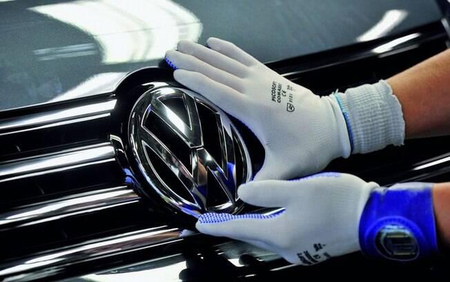 Multas, indenizações, reparos, trocas de veículos e, ainda assim, a Volkswagen  volta ao topo em vendas globais em 2016
