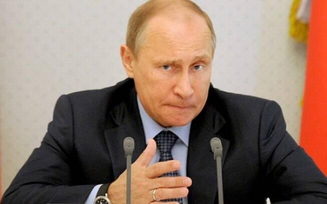 Vladimir Putin, que já acumula 18 anos no poder, deve ser reeleito neste domingo nas eleições na Rússia