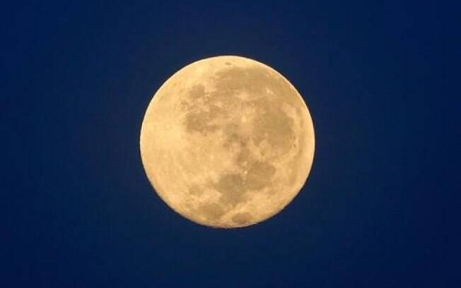 Lua Cheia em Libra