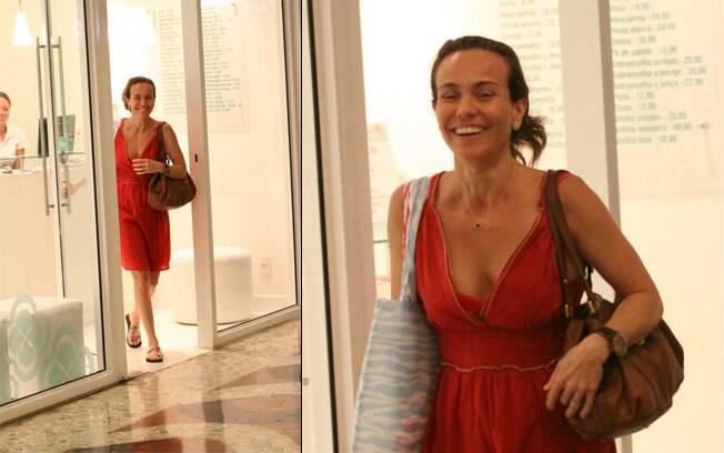 Flávia Monteiro foi flagrada sem maquiagem em um shopping no Rio nessa quinta-feira (09)