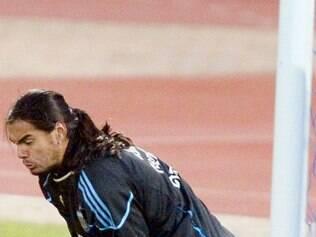 Goleiro argentino nega favoritismo e revela adotar