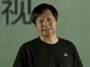 Lei Jun, com visual de Steve Jobs, em evento