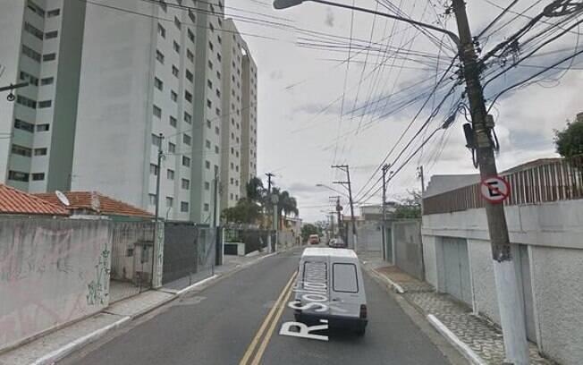 Prédio onde a criança foi localizada fica na Rua Solidônio Leite, no Parque São Lucas
