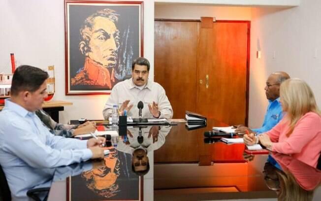 Presidente da Venezuela, Maduro segue tomando medidas para acabar com