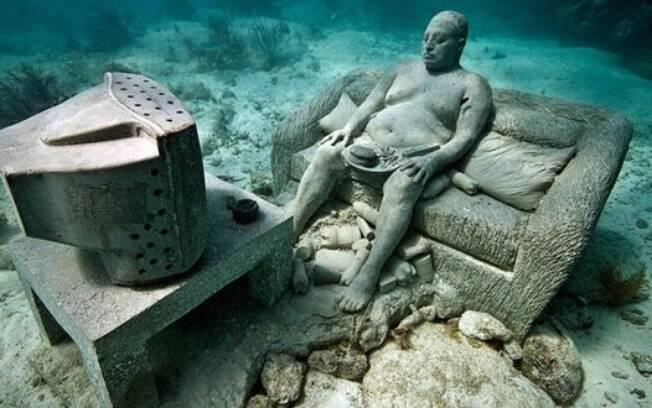 A solidão também é um ponto central das obras do Molinere Underwater Sculpture Park. Foto: Divulgação