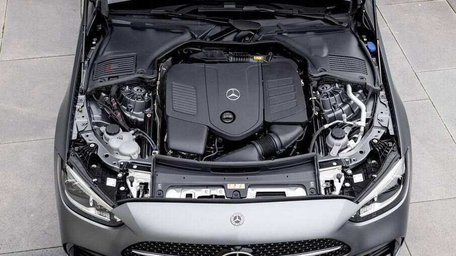 Linha de motores do novo Classe C traz apenas motores de quatro cilindros, com potências entre 170 e 265 cv