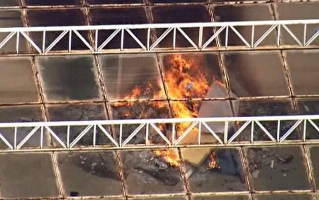 Colchões em chamas durante rebelião realizada na unidade, que fica na Marginal Pinheiros
