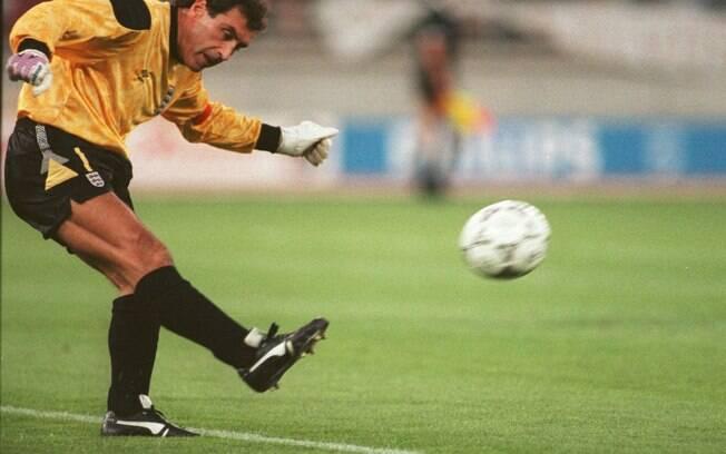 O goleiro inglês Peter Shilton jogou bem a Copa de 90 aos 40 anos
