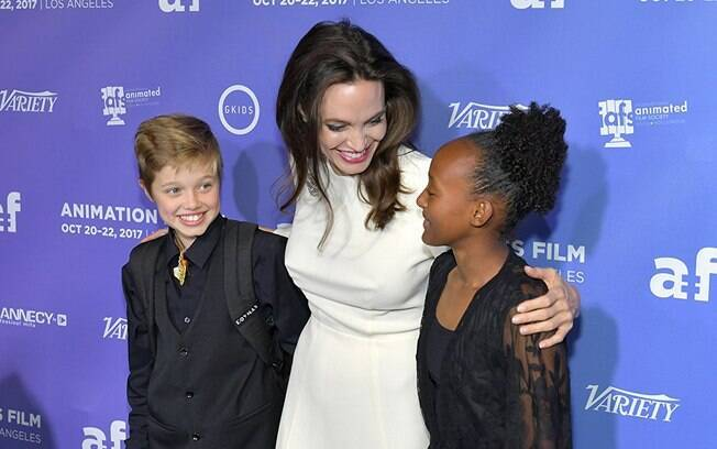 As melhores fotos de famosos de 2017: Angelia Jolie, Shiloh Jolie-Pitt e Zahara Jolie-Pitt em evento. Foto: Reprodução/IMDB