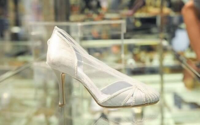 O sapato da Cinderela desenhado por Sarah Chofakian