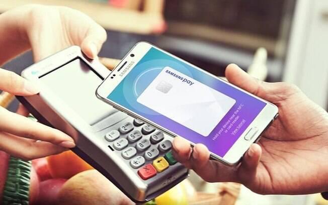 Samsung Pay é o sistema de pagamentos móveis da Samsung; basta escolher um cartão e aproximá-lo da maquininha