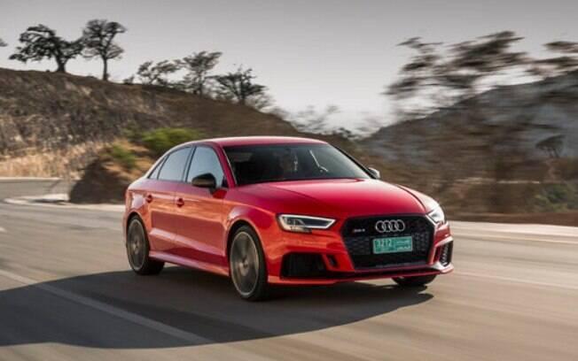 Audi RS3 Sedan: o carro esbanja estilo provocador com as entradas de ar e sensação de movimento em suas linhas