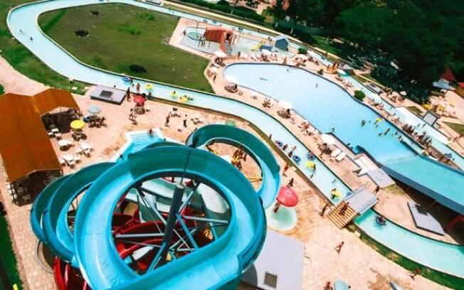 O Aldeia Aqua Park tem piscinas de todos os tipos, há até uma com dois metros de profundidade