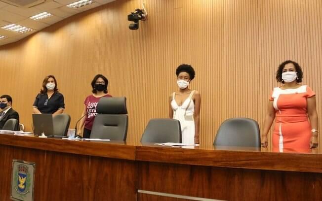 Mesa Diretora composta por vereadoras d posse ao Legislativo e ao Executivo