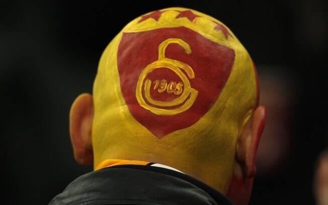 Torcedor do Galatasaray marcou presença na  Veltins Arena, em Gelsenkirchen