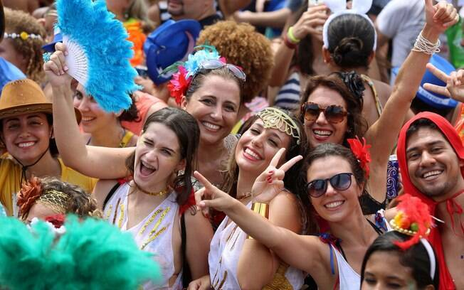 Foliões se divertem no Blobo Balangafumenga no Rio de Janeiro