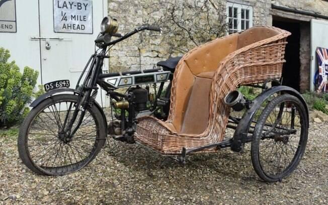 Uma das mais antigas da coleção é esta Bradbury 1911, com sidecar feito de tranças de palha