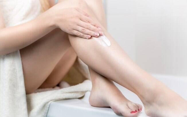 Uma dica para você que costuma ter bolinhas na pele depois de se depilar com lâmina é apostar em cremes pós depilatórios