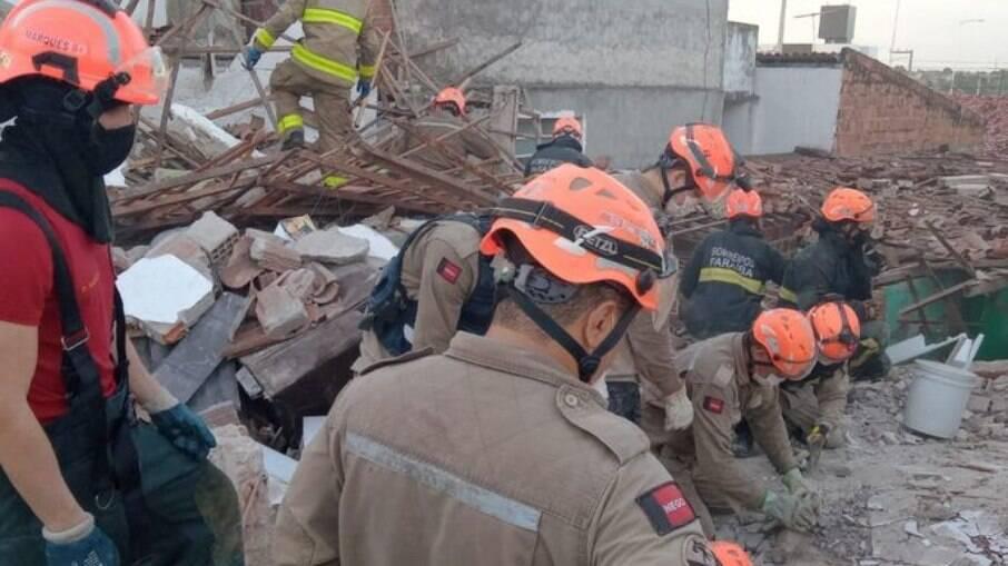 Explosão de botijão de gás deixa famílias desabrigadas em João Pessoa, na Paraíba