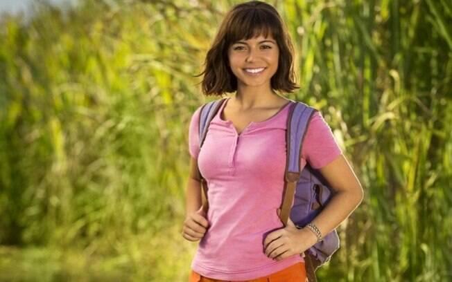Isabela Moner divulga primeira imagem caracterizada como Dora no longa baseado no desenho