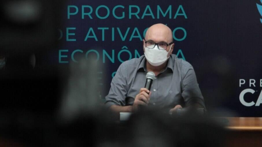 Internado, Dário é diagnosticado com pneumonia secundária à Covid.