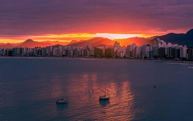 Outro dos lugares para viajar no Brasil a dois, Guarapari é o principal destino turístico do Espírito Santo, graças às praias