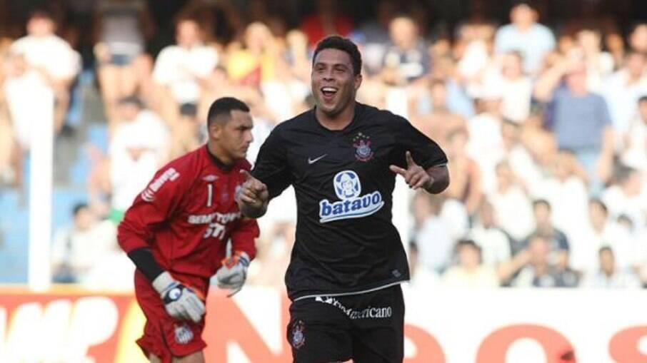 Ronaldo jogou no Corinthians entre 2009 e 2011