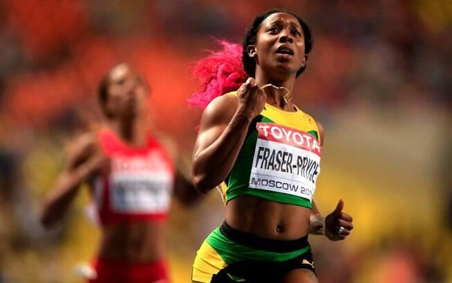 A jamaicana Shelly-Ann Fraser-Pryce já se  emociona ao cruzar em primeiro os 100 m rasos