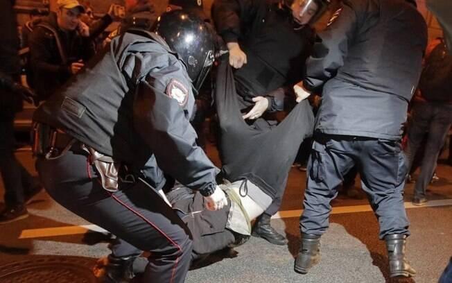 Pelo menos 290 manifestantes foram presos durante protestos de oposição ao governo da Rússia neste sábado