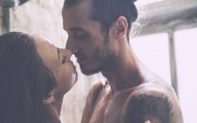 Fazer sexo no banho pode, sim, ser uma bela ideia, mas é bom que os casais estejam preparados