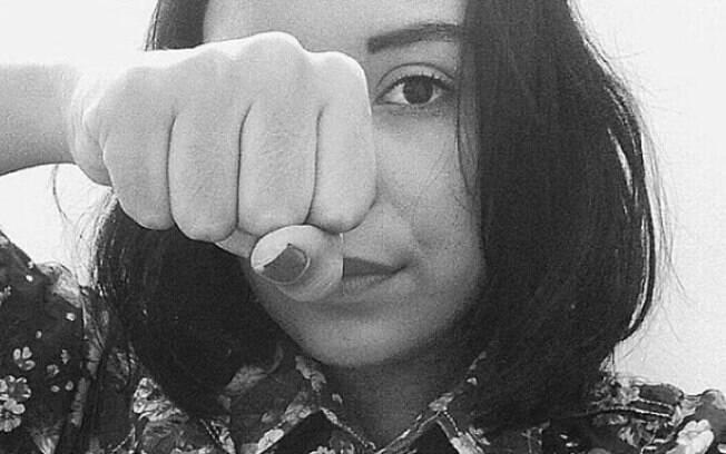 A jovem denunciou a agressão contra ela e a mãe por parte do padrasto nas redes sociais