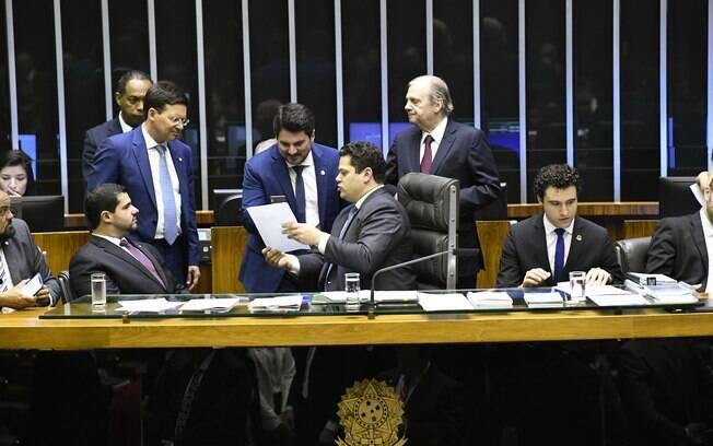 Marcos do Val retirou trechos do pacote anticrime de Moro