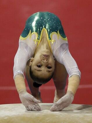Flávia Saraiva vai para o salto, com desempenho sólido em todos os aparelhos