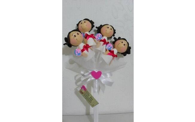 Com bonequinhas, o buquê fofo é para ser levado pelas damas de honra, se forem crianças. Da Fuxikits