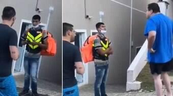 Motoboys protestam em condomínio de cliente racista