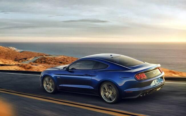 Ford Mustang GT: um pouco mais em conta que o rival Camaro, e com muita disposição para deixar o brasileiro indeciso