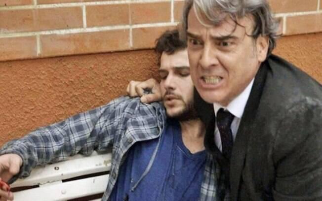 Giovanni salva Aparício e acaba ferido