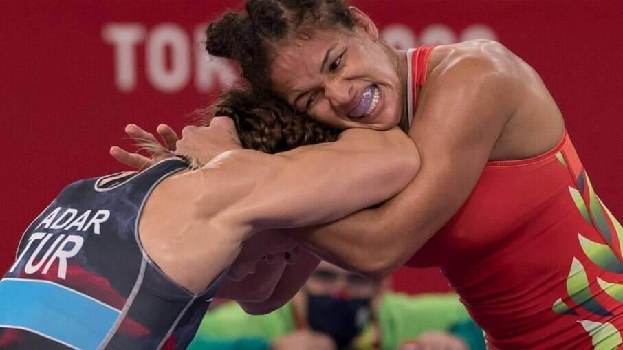 Aline Silva em ação nos Jogos