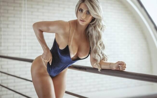 Jessica Arboleya é capa da revista Sexy de fevereiro.