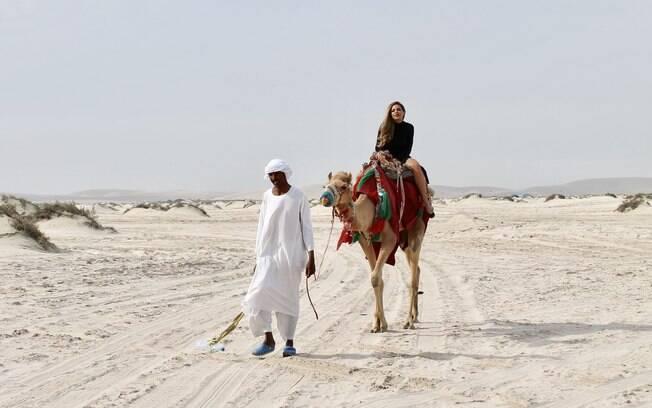 Fora as praias, ela também fez passeios clássicos aproveitando o clima desértico da região