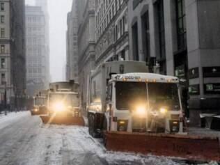 Tempestades de neve devem continuar ao longo do dia e atingem uma região que concentra cerca de 20% da população norte-americana