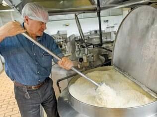 Mistura. Ontem, em almoço de Natal no Restaurante Popular, prefeito falou de sintonia com Pimentel