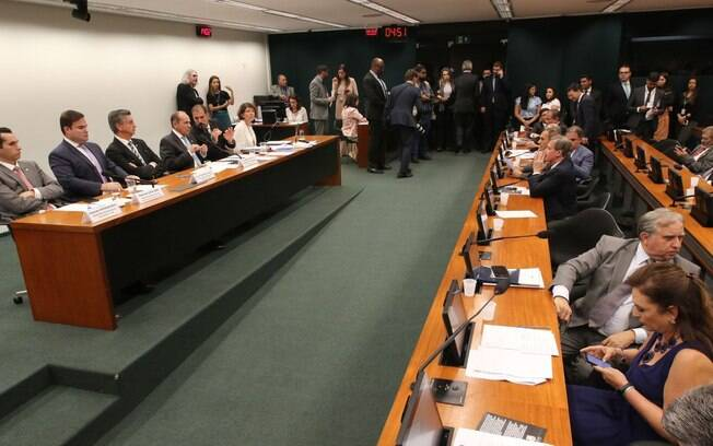 Reunião da Comissão Mista de Orçamento que aprovou as propostas sobre o Orçamento Impositivo