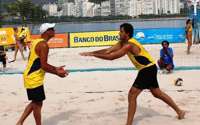 Rodrigão passou um período no vôlei de praia, onde foi orientado pelo técnico Carlão
