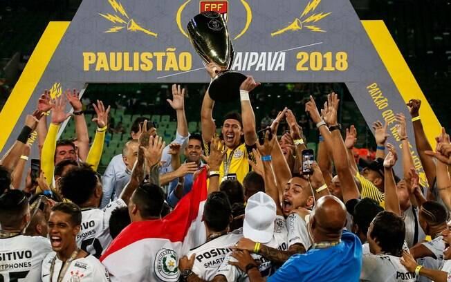 O Corinthians festeja o título estadual na casa do rival Palmeiras
