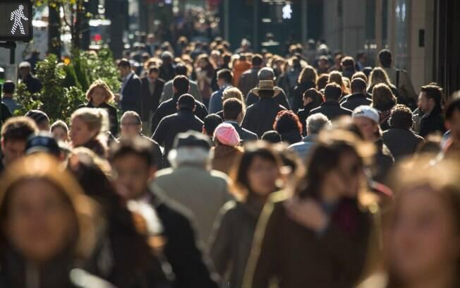 Quanto maior a população, maior também o contato entre as pessoas, demanda por saneamento  básico e risco de pandemia