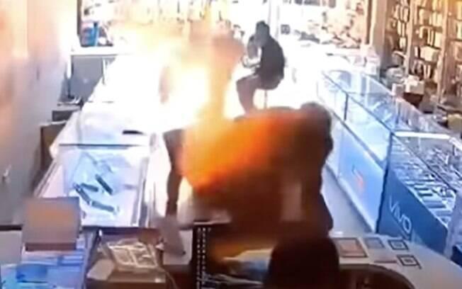 Acidente ocorreu em uma loja de assistência técnica na China.